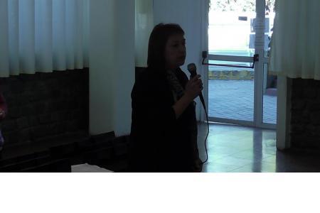 La vicepresidenta Silvia Izzo presentando el evento.