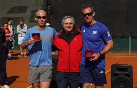 Mariano Hood (sub-capitán), Ricardo Ambrosio (presidente CH) y Daniel Orsanic