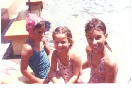 Año 1979 - Momentos de Pileta las hermanas Parvis Laura, Andrea, Carla Parvis.