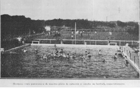 Año 1918 - Imagen panorámica de nuestra pileta de Natación y de la cancha de Fútbol respectivamente.
