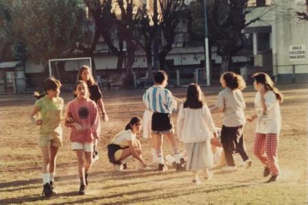 Año 1994 - Momento recreativo del encuentro de Basket