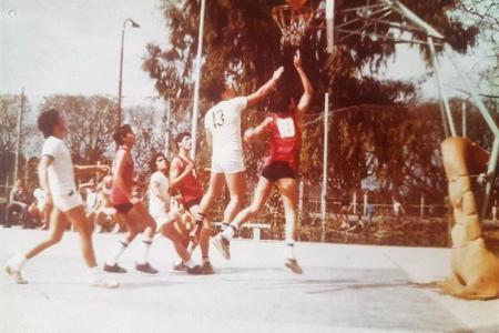 Año 1975 - Encuentro de basket